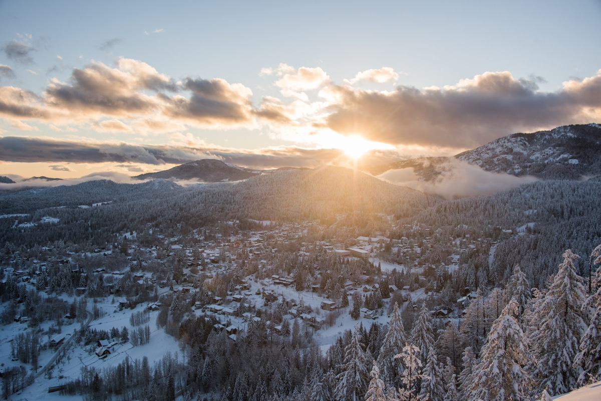 airbnb property management in rossland