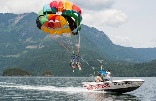 parasailing in harrison hot springs